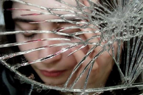 Vỡ gương đánh con gì? Mơ vỡ gương là điềm lành hay dữ?
